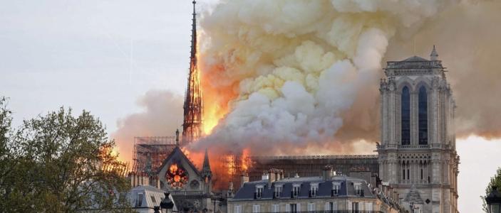 Eine Kirche brennt nicht nur so